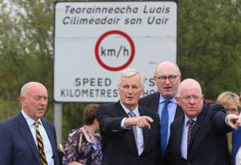 Barnier spots the border