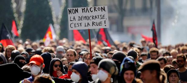 Macron-9